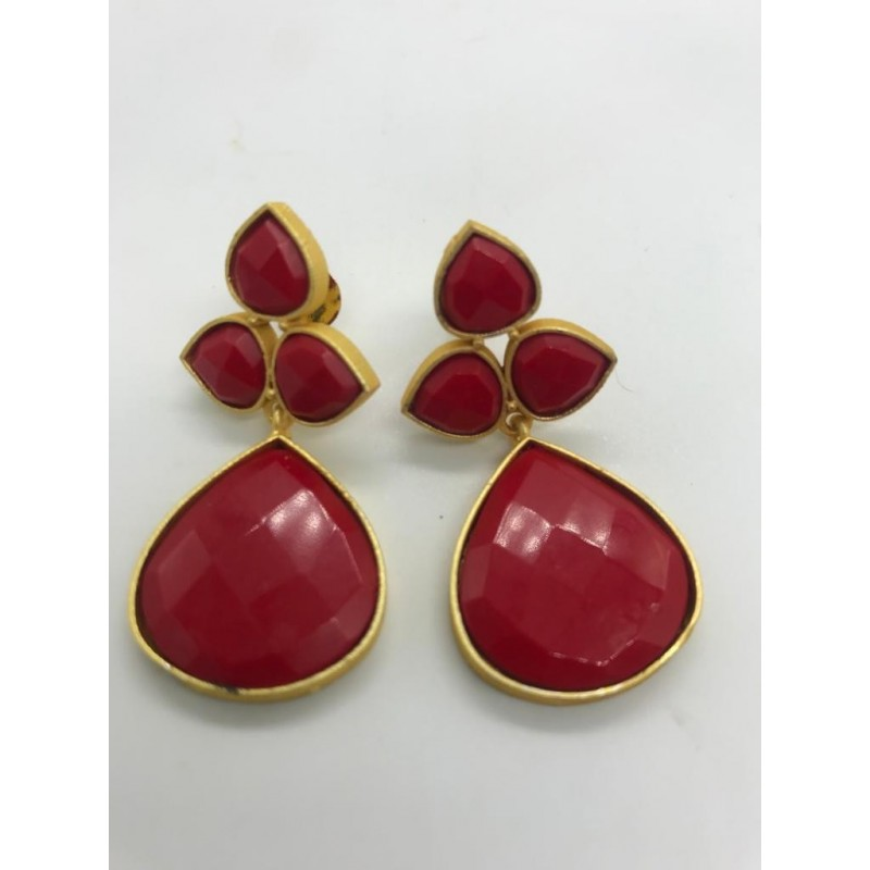 Drop shape floral motif earrings with mother of pearl in Red